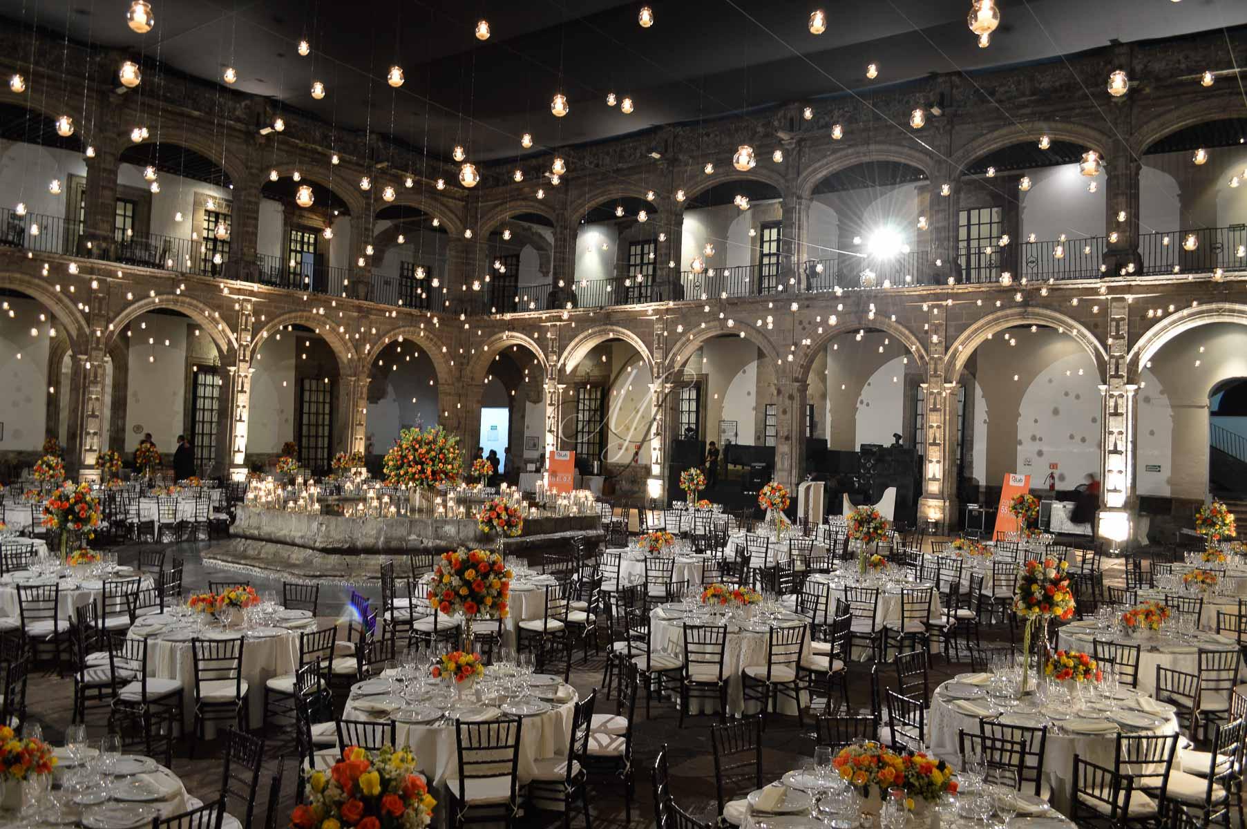 Bodas recintos ex convento san hipolito df6 banquetes for Jardines bodas df
